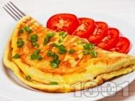 Класически обикновен омлет със сирене